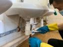 校方已聘請專業清潔公司定期進行全校洗手間清潔消毒