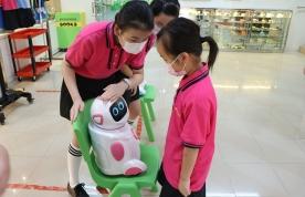 學生與機械人對話
